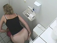 Beside in get under one's brashness pallid ass of pissing blonde adult on voyeur cam