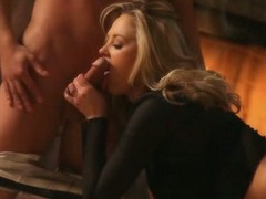 Exotic diva gets sexy orgasm